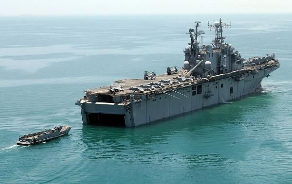 Amphibious_assault_ship_USS_Belleau_100.JPG